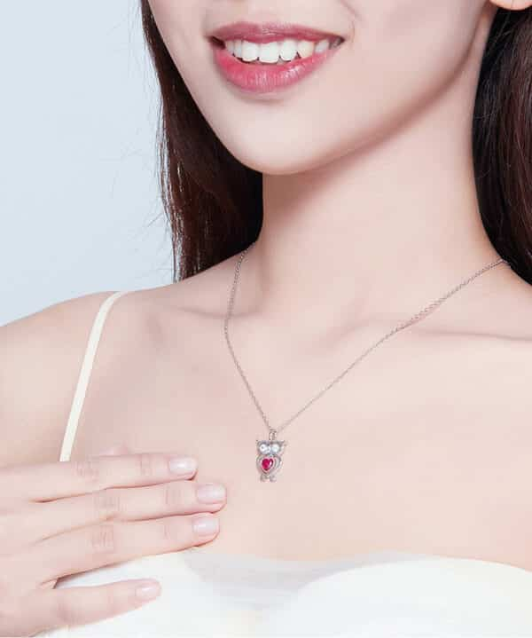 collier hibou rose