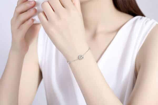 Bracelet Porte-Bonheur Arbre de Vie au poignet